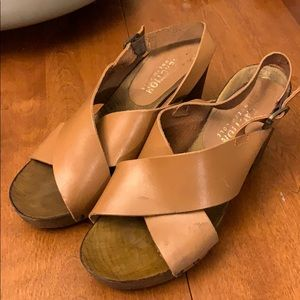 Reaction Kenneth Cole wooden sandles